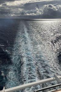 la scia della nave da crociera