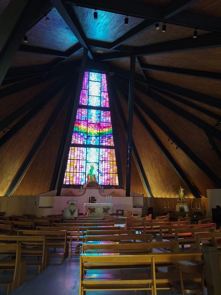 Chiesa di Ceparana interno e vetrata